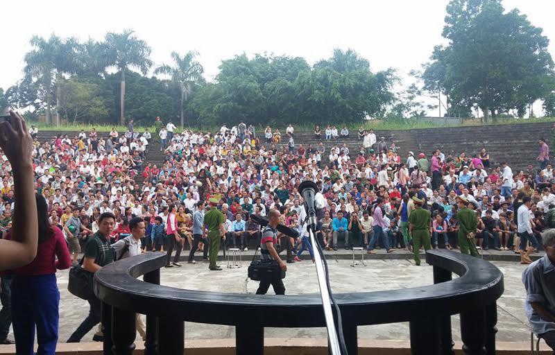 Hàng nghìn người đến phiên xử kẻ giết 4 người ở Yên Bái-2