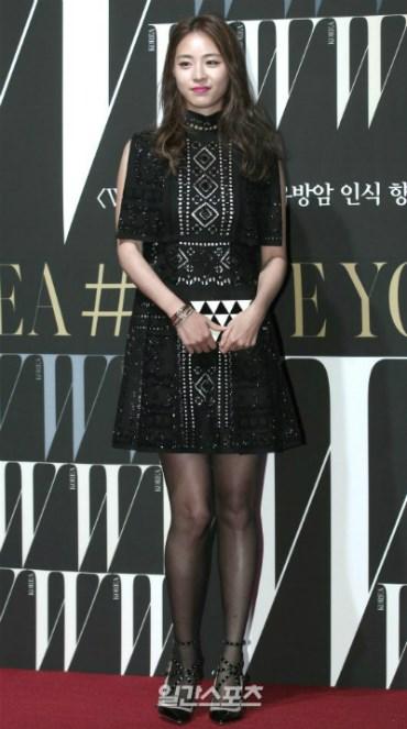 Kim Tae Hee tươi rói đi cổ vũ