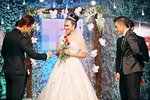 Trương Thị May e thẹn bên dàn mẫu nam-6