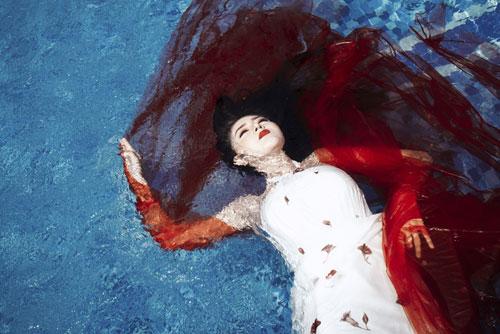 Lilly Luta tung bộ ảnh dưới nước đẹp ngất ngây-1