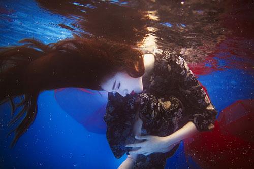 Lilly Luta tung bộ ảnh dưới nước đẹp ngất ngây-4