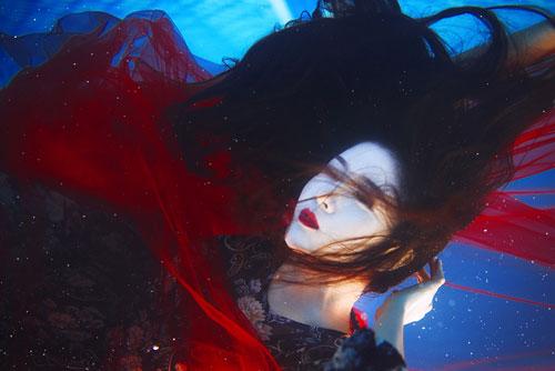 Lilly Luta tung bộ ảnh dưới nước đẹp ngất ngây-6