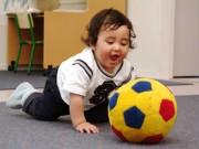 Làm mẹ - Những trò chơi với bóng bổ ích cho bé