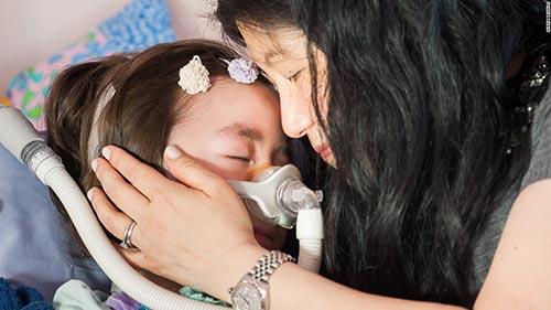 Bé gái xinh đẹp được bố mẹ cho lựa chọn tự kết thúc cuộc đời-6