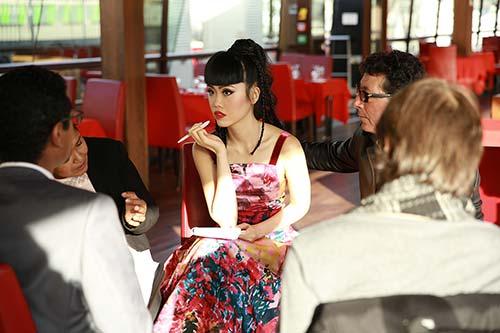 Jessica Minh Anh được nhiều hãng truyền thông lớn phỏng vấn-7