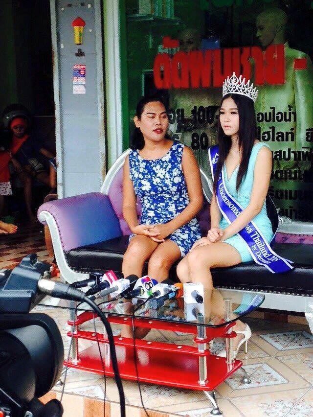 Hoa hậu nhặt rác suýt bị tước vương miện vì nói dối về học vấn-1