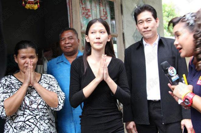 Hoa hậu nhặt rác suýt bị tước vương miện vì nói dối về học vấn-2