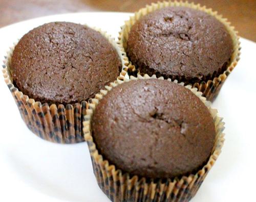 banh cupcake hinh doi cho halloween - 6