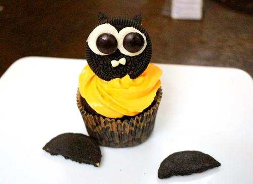 banh cupcake hinh doi cho halloween - 7