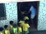 Tin tức - Phẫn nộ giáo viên mầm non bắt trẻ xếp hàng để đánh giữa trưa