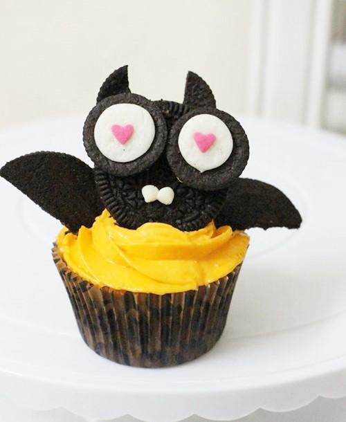 banh cupcake hinh doi cho halloween - 9