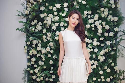 lan khue, diem my 9x dien do trang noi bat tai su kien - 4