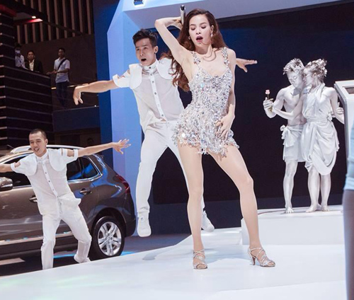 """ho ngoc ha mac sexy giua """"tam bao scandal tinh ai"""" - 3"""