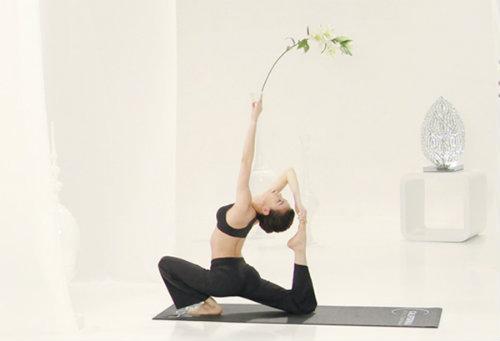 """ngam duong cong hoan hao cua nhung nguoi dep viet """"nghien"""" yoga - 9"""