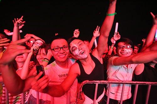 khan gia ha noi cuong nhiet voi the wave music festival - 3