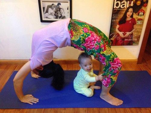 "oc thanh van tap yoga cung con trai ""don tim"" fans - 1"