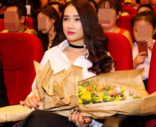 nha phuong cong khai hon truong giang tren san khau - 2