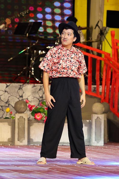 nha phuong cong khai hon truong giang tren san khau - 7