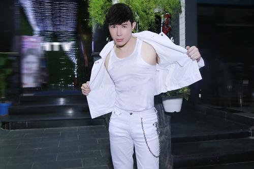 nathan lee phanh ao khoe body vam vo - 3