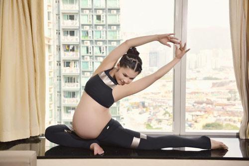 """choang"" voi bai tap yoga cua me bau 39 tuan - 3"