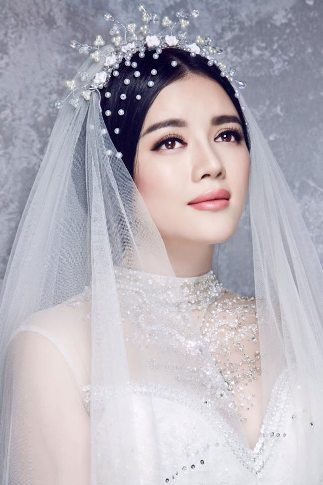 Lý Nhã Kỳ được biết đến là người đẹp trung thành nhất với phong cách trang điểm quý tộc.