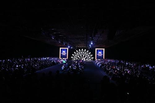 lynk fashion show mang ve dep phap den viet nam - 2