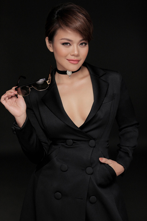 sao viet chay theo con sot vong choker sang chanh - 1
