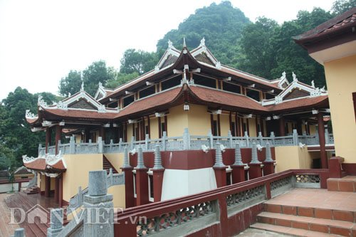 cong trinh lai cang sung sung tai chua huong hoa ra… khong phep - 2