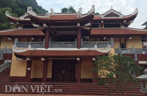 cong trinh lai cang sung sung tai chua huong hoa ra… khong phep - 1