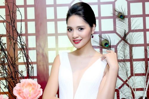 "huong giang khoe ve dep ""van nguoi me"" - 12"