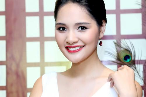 "huong giang khoe ve dep ""van nguoi me"" - 13"