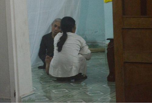 tang thuong xóm nghèo noi 3 học sinh chét duói - 3