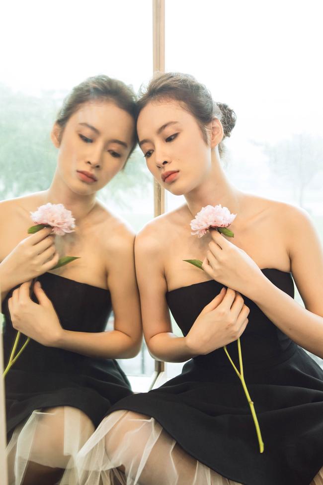 Angela Phương Trinh có những khoảnh khắc thăng hoa trước ống kính khi hóa thân vào hình tượng vũ công ba lê trên sàn tập.