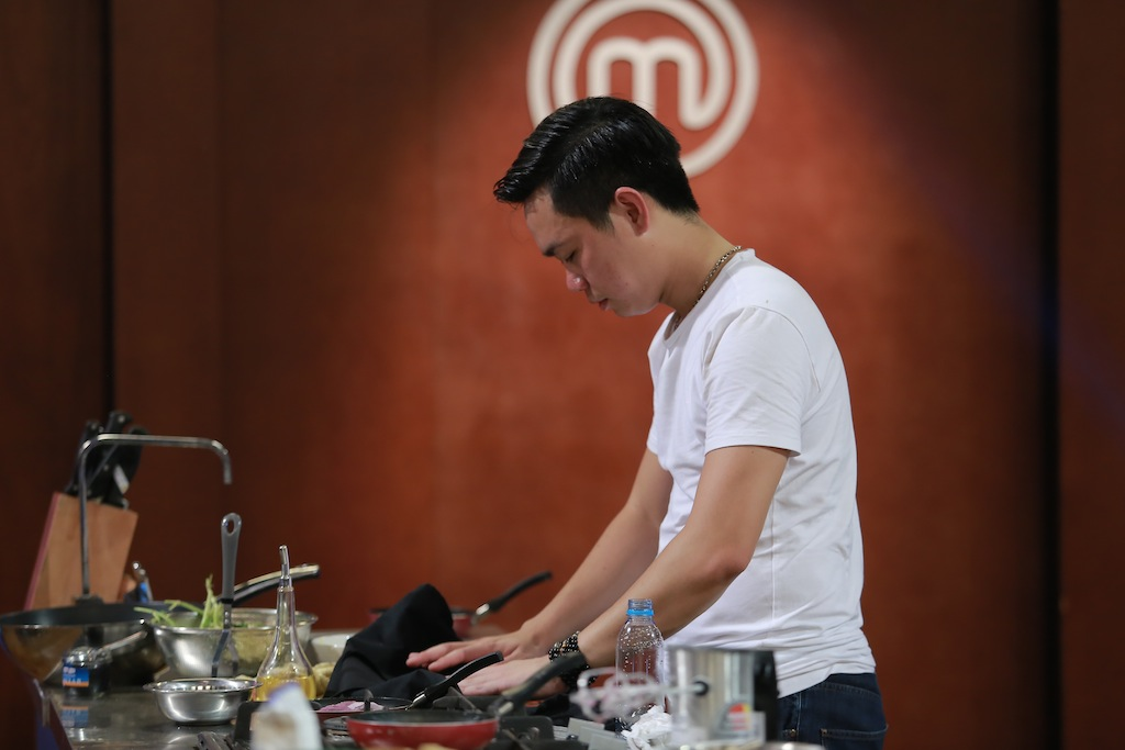 quoc cuong masterchef: ung ho quyet dinh cua pham tuyet - 4