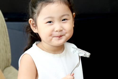 """hh huong giang khoe """"tieu cong chua"""" dang yeu - 10"""