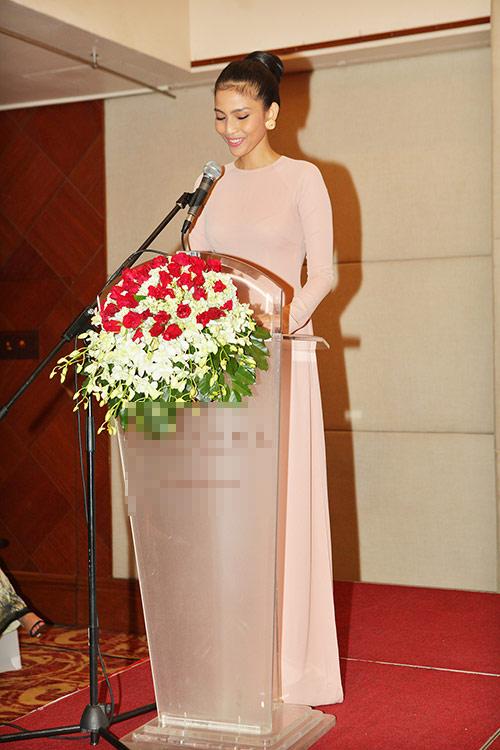 truong thi may dep hoan hao lam khach moi - 5