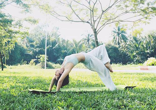 ba me 2 con sai thanh dang sieu dep nho tap yoga - 6