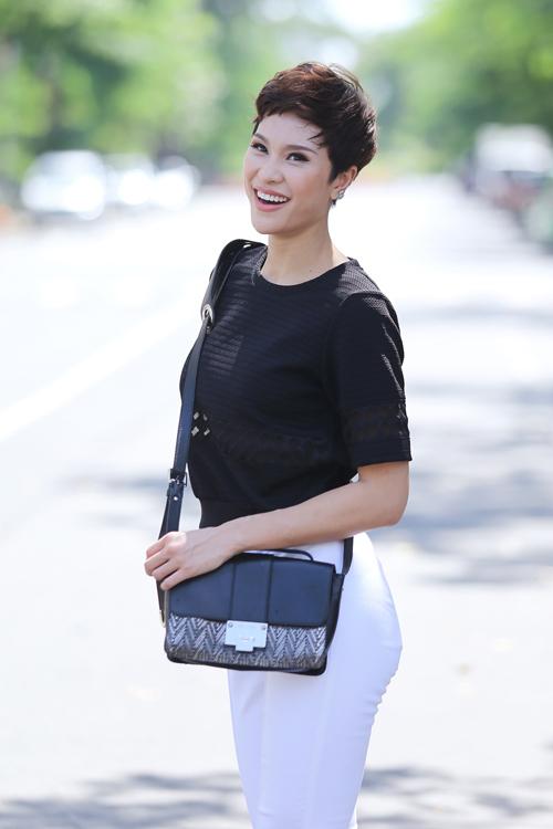 phuong mai khoe street style da dang trong nang sai gon - 11