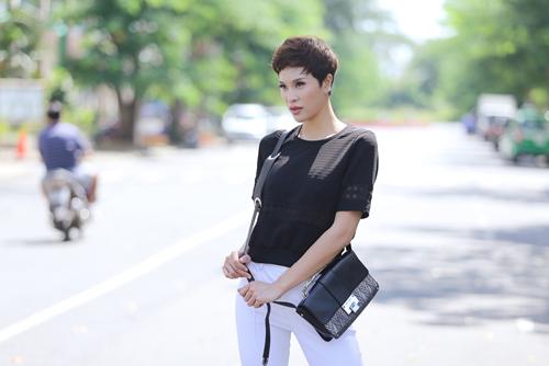 phuong mai khoe street style da dang trong nang sai gon - 12