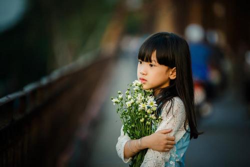 be gai ha noi dep mong manh trong mua cuc hoa mi - 13