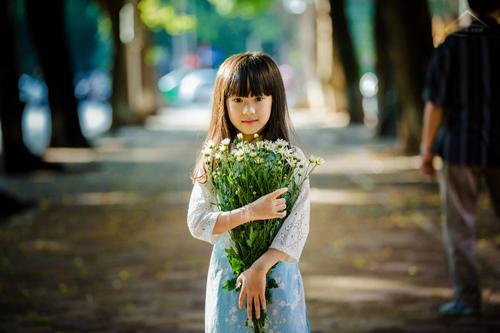 be gai ha noi dep mong manh trong mua cuc hoa mi - 3