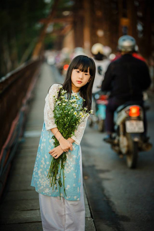 be gai ha noi dep mong manh trong mua cuc hoa mi - 14
