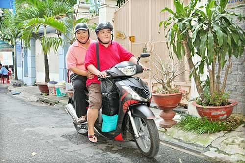 minh beo di xe may tham gia chuong trinh - 2