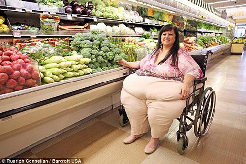 """nguoi phu nu nang 327kg vi bi ban trai """"am tham"""" vo beo - 7"""