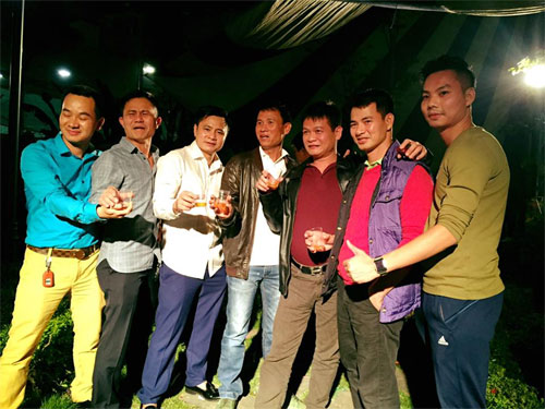 tu long hanh phuc trong tiec day thang cua con gai - 2
