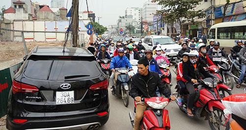xe dien gay tai nan lien hoan tren duong truong chinh - 5