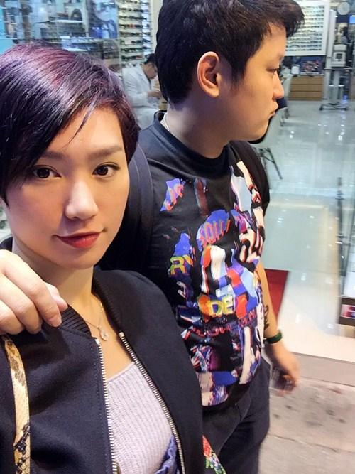 """vo chong tra my idol """"tron con"""" di du hi hong kong - 1"""