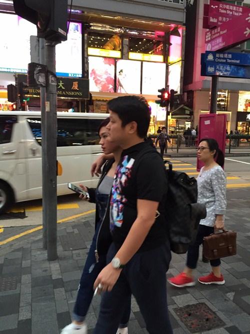 """vo chong tra my idol """"tron con"""" di du hi hong kong - 2"""