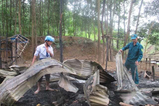 chay nha vi nau an bat can, 2 vo chong thuong vong - 1