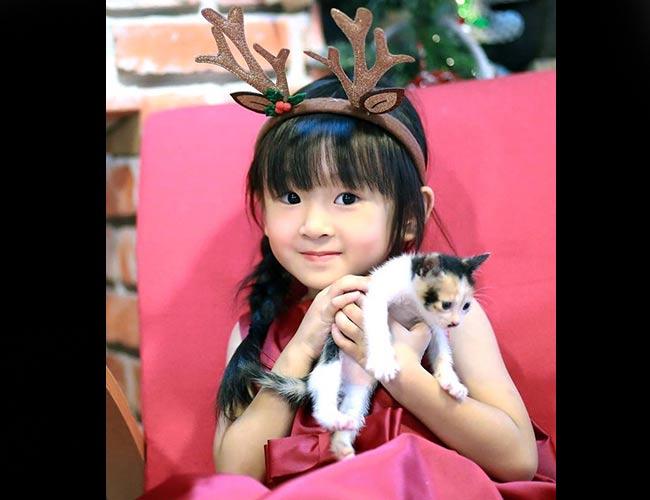 """Mới 4 tuổi nhưng cô bé Annia Thiên Ân đã được nhiều người yêu mến gọi với cái tên """"Tiểu mỹ nhân"""" vì vẻ đẹp lai khiến nhiều người mê đắm."""